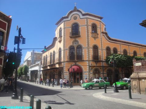 Calle Alvaro Obregon en Leo