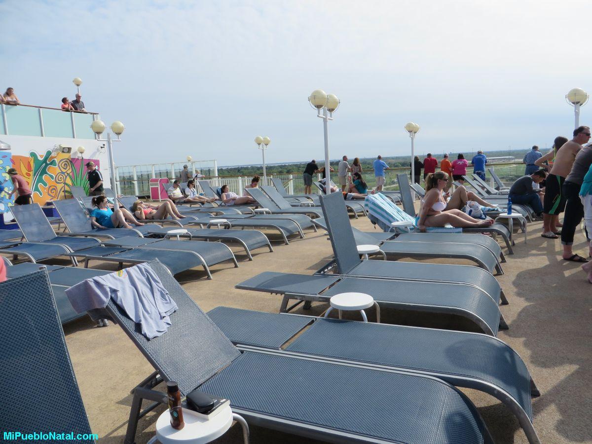 Disfrutar el sol en un crucero