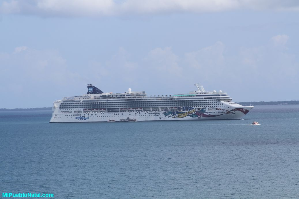 The Norwegian Jewel anchored 3 miles away from Trujillo.