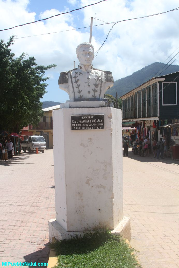 Estatua de Francisco Morazan en Trujillo.