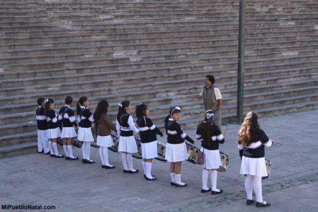 girls in front of alhondiga