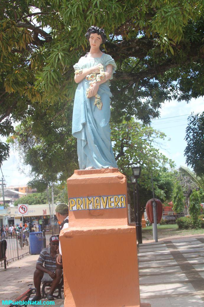 Estatua de la primavera en Trujillo, Colon