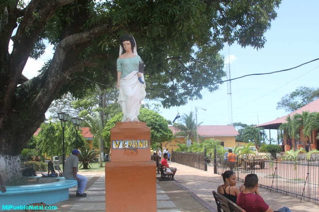 Estatua del verano en Trujillo, Colon