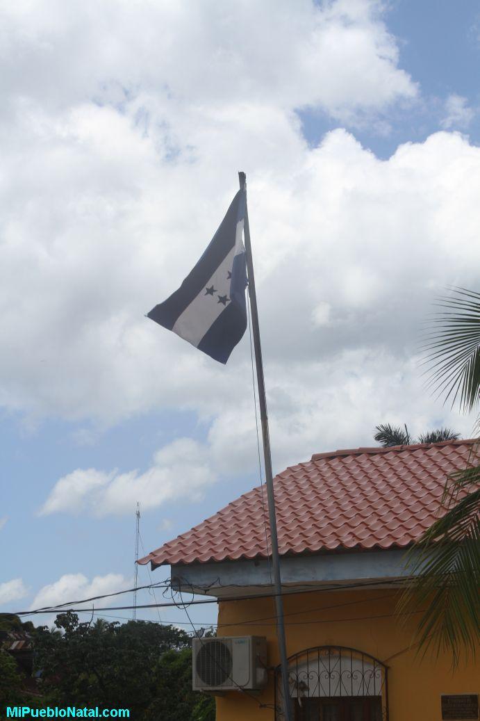 Bandera de Honduras en Trujillo, Colon