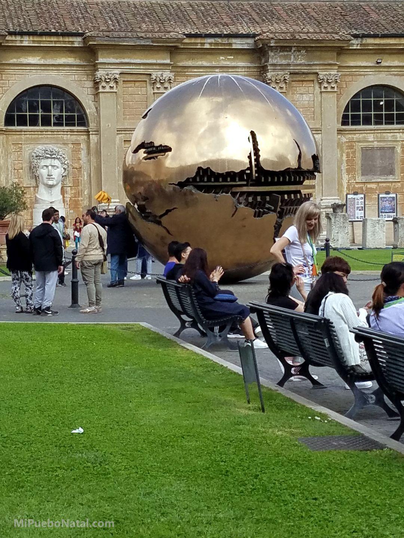 Esfera de Arnaldo Pomodoro